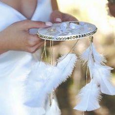 """""""Un rêve qui se réalise...""""Je crée votre porte alliance attrape rêves aux couleurs et thèmes de votre mariage.Idéal pour un mariage bohème, chic, romantique ou champêtre, cette pi..."""