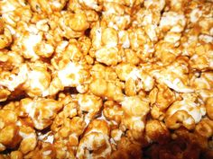 Christmas Caramel Popcorn http://baking25daysofchristmas.weebly.com/2-days-left.html