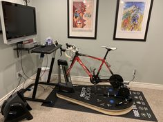 The ultimate Zwift set up. Wahoo plus sbr rocker pro. Closest thing to a real ride! Zwift Cycling, Indoor Cycling, Workout Room Home, Workout Rooms, Sprint Triathlon Training, Indoor Bike Trainer, Diy Home Gym, Bike Room, Basement Gym