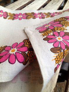 Swedish 60s vintage table runner. Designed by Ullas. Lovely scandinavian floral pattern