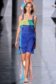 www.vogue.co.uk/fashion/spring-summer-2013/ready-to-wear/issey-miyake/full-length-photos/gallery/2