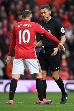 Wayne Rooney remonstrates with Referee Andre Marriner Man Utd Fc, Wayne Rooney, Referee, Manchester United, Arsenal, Chelsea, The Unit, Football, Sports