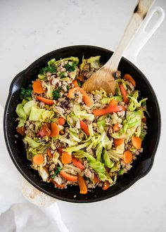 This easy egg roll in a bowl is made in just one pot in 20 quick minutes. A healthy, low carb dinner idea that's loaded with flavor. Healthy Cooking, Healthy Eating, Cooking Recipes, Healthy Recipes, Dinner Entrees, Dinner Recipes, Hearty Vegetable Soup, Chicken Quinoa Salad, Coleslaw Mix