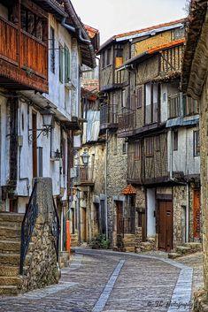 breathtakingdestinations:Mogarraz -Salamanca - Spain (von Juan López Photography)