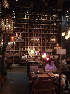 Coffee shop in Jinan, China : CozyPlaces Coffee Shop Interior Design, Cosy Interior, Coffee Shop Design, Cafe Design, Restaurant Interior Design, Cofee Shop, Cozy Coffee Shop, Vintage Coffee Shops, Vintage Cafe