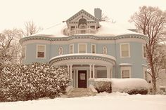 """Perfect """"home for the Holiday's"""" house.  I can already hear the crackle of the fireplace and taste the hot chocolate!"""