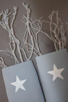 Oude vazen geverfd en ster er op geschilderd, takken er in en weer iets nieuws voor in huis!!