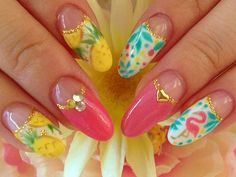 summer nail with flamingo and pineapple