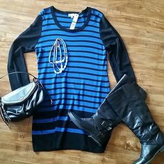 Chic sweater DRESS This is a beautiful sweater dress fits fitted. paired with boots and leggings super cute 60% cotton 40% rayon black and blue striped. very flattering Joseph A Dresses Long Sleeve