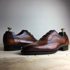 Advice When Shopping For The Designer Shoes. If you are a picky person who is totally consumed by the wide variety of remarkable designs of the designer shoes, then you are not alone. Sock Shoes, Shoe Boots, Brown Formal Shoes, Gentleman Shoes, Mens Designer Shoes, Business Shoes, Men S Shoes, Luxury Shoes, Beautiful Shoes