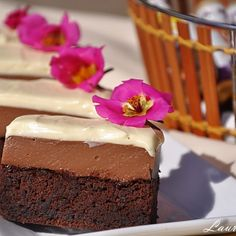 Milk and white chocolate ganache cake - laura sava Chocolate Ganache Cake, Sweets Recipes, Desserts, Square Cakes, Cake Decorating, Cheesecake, Mai, Baking, Squares