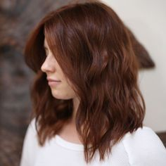 50 Auburn Hair Color Ideas To Look Natural Going for auburn hair color might take some research and then some courage. But if the shade is chosen correctly, you will stand out wherever you go. Red Brunette Hair, Brown Blonde Hair, Copper Brown Hair, Long Brunette, Brunette Color, Light Auburn Hair, Hair Color Auburn, Short Auburn Hair, Brown Auburn Hair