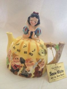 Disney's Snow White & the Seven Dwarfs Musical Teapot by Enesco Hi Ho Hi Ho Song