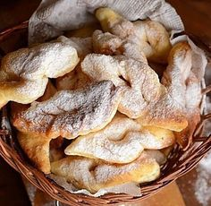 minciunele-prw Bread Recipes, Snack Recipes, Cooking Recipes, Healthy Recipes, Snacks, Romania Food, Homemade Sweets, Chips, Food And Drink