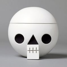"""Kranium"", wooden skull with secret compartment. By Acne jr."