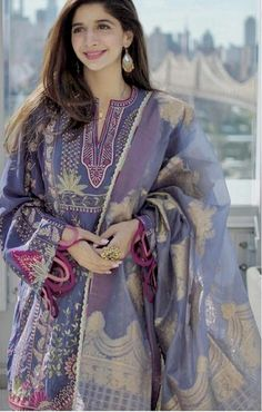 Image may contain: one or more people and people standing Beautiful Pakistani Dresses, Pakistani Dresses Casual, Pakistani Dress Design, Indian Dresses, Casual Dresses, Elegant Dresses, Casual Wear, Sleeves Designs For Dresses, Dress Neck Designs