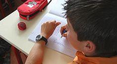 Dyscalculie, dysorthographie;: l'explosion des troubles de l'apprentissage relève en grande partie d'une médicalisation de l'échec scolaire. Les méthodes de lecture sont parfois mises en cause.