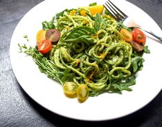THE SIMPLE VEGANISTA: Zucchini Pasta + Creamy Avocado-Cucumber Sauce