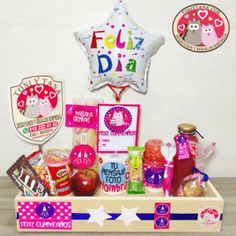 Wedding Gift Boxes, Wedding Gifts, Chocolate Bouquet, Pop Tarts, Table Settings, Setting Table, Ideas Para, Lunch Box, Basket