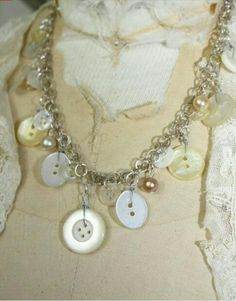 This necklace is as cute as a button! ;)