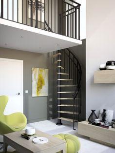 Le lieu : L'escalier est installé dans le coin de la pièce, dans un espace large comme un placard ! L'avantage de l'escalier gain de place : Ce modèle en spirale à 180° combine des pas décalés ... #maisonAPart
