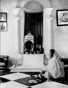 Photos of Holy Mother Sarada Devi - Photo Gallery - Vedanta Society of New York - Ramakrishna Math and Ramakrishna Mission Indian Saints, Saints Of India, Mother Kali, Divine Mother, Divine Grace, Maa Kali Images, Kali Goddess, Great Philosophers, Swami Vivekananda