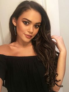Baddie Hairstyles, Pretty Hairstyles, Disney Actresses, Natural Hair Styles, Long Hair Styles, Curly Girl, Young And Beautiful, Dark Hair, Pretty Face