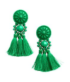 Earrings in plastic and metal with tassels. Length 3 1/4 in.