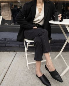 Ready for the weekend with a coffee in hand. Jacket 2753 Cardigan 2981 Jean - Outfits for Work Spring Fashion Outfits, Look Fashion, Trendy Fashion, Fall Outfits, Summer Outfits, Fashion Ideas, Fashion Tips, Classy Outfits, Casual Outfits