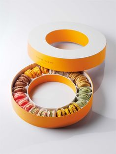 Pierre Hermé - Packaging Design for 24 Macarons | Elements