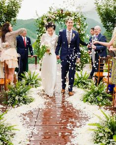 Our real bride Emily got married in the Wallis wedding gown from the Wallis In Love collection.
