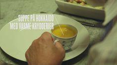 Her får du en nem opskrift på cremet græskarsuppe med bl.a. hvidløg, ingefær og skønne krydderier. Hurtig og nem suppe, der giver varmen.