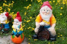 Les nains de jardin : tendances ou ringards ? Hypers tendance pour certains et ringards pour d'autres, le nain de jardin ne laisse pas indifférent.