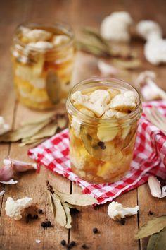 Le chou-fleur fait un excellent condiment en pickles. Ca va vous prendre 5 minutes pour réaliser cette recette. Vous pourrez ensuite utiliser les bouquets