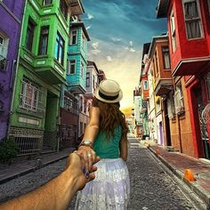Photographer's Girlfriend Continues to Lead Him Around the World (Murad Osmann & Nataly Zakharova) - Istanbul New Pictures, Cool Photos, Amazing Photos, Murad Osmann, Hold My Hand, Lombok, Photo Series, Travel Couple, Michael Kors Watch