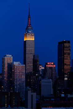 Empire State Building, New York Night Aesthetic, City Aesthetic, Travel Aesthetic, New York Life, Nyc Life, Empire State Building, New York Wallpaper, City Vibe, Concrete Jungle