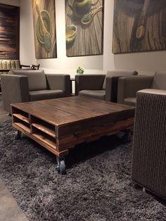 Mesa de centro de madera reciclada por PalletandCrate en Etsy