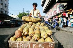 """Vendor selling pineapples """"pinya"""" using his trustworthy kariton - """"Filipino Culture – Ang Kariton ng Buhay"""""""