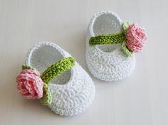 Crochet Baby Sandals, Crochet Baby Boots, Crochet Slippers, Crochet Stars, Free Crochet, Knit Crochet, Doll Patterns, Crochet Patterns, Hello Kitty Crochet