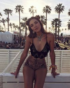 Here is my third Coachella experience with the Revolve family! Take a look at my outfit details and pictures to get all the festival feels. Coachella Festival, Coachella Outfit 2017, Coachella Looks, Music Festival Outfits, Music Festival Fashion, Rave Festival, Festival Wear, Coachella 2018, Coachella Style