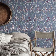 Emma -tapetti by Sandberg Wallpaper Dark Grey, Wallpaper Bedroom, Wallpaper, Dreamy Bedrooms, Grey, Bedroom Renovation, Wall Coverings, Scandinavian Interior, Fabric Decor