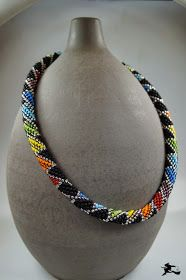 rainbow colored bead crochet - Perlenspiegel: Schema - Another! Bead Crochet Patterns, Bead Crochet Rope, Beading Patterns, Crochet Beaded Bracelets, Crochet Necklace, Beaded Necklace, Necklaces, Beaded Jewelry Designs, Bracelet Patterns