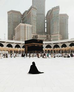 Uploaded by Find images and videos about islam and muslim on We Heart It - the app to get lost in what you love. Islamic Images, Islamic Pictures, Islamic Art, Muslim Images, Islamic Decor, Mecca Masjid, Masjid Al Haram, Islamic Wallpaper Hd, Mecca Wallpaper