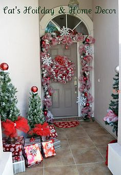Cat's Holiday & Home Decor: It's Beginning to Look Like Christmas (Porch)