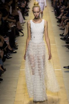 Christian Dior Spring 2017 Ready-to-Wear Fashion Show - Jessie Bloemendaal