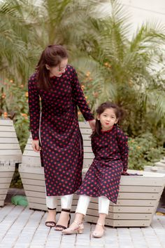 Baby twins fashion daughters 34 ideas for 2019 Dresses Kids Girl, Girl Outfits, Mom Daughter Matching Dresses, Mother Daughter Fashion, Mother Daughters, Dress Indian Style, Kurti Designs Party Wear, Kurta Designs Women, Designs For Dresses
