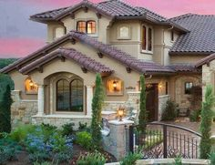 Spanish style homes – Mediterranean Home Decor House Paint Exterior, Exterior Paint Colors, Exterior Design, Exterior Homes, Style At Home, Spanish Style Homes, Mediterranean Homes, Tuscan Homes, Mediterranean Architecture