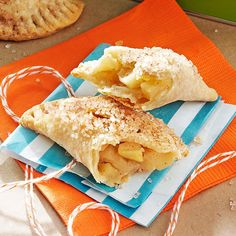 Caramelized Apple Hand Pies Recipe -Caramelized apples are tucked in a hand-held pie that no one expects you to share! Apple Desserts, Apple Recipes, Just Desserts, Great Recipes, Delicious Desserts, Dessert Recipes, Favorite Recipes, Amish Recipes, Tart Recipes