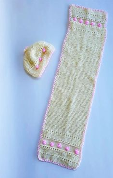 Embroidered shawl and wool hat in beige and pink ornaments for infants years old) with dimensions: cm for the hat and cm for the shawl. Knitting Wool, Baby Socks, Infants, Crocheting, Shawl, Leggings, Beige, Embroidery, Ornaments