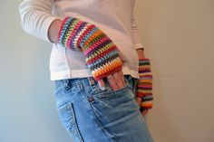 Here are my most favorite fingerless mitts. They are just so awesome...with the awesomest color combination. I just love these. I thin...